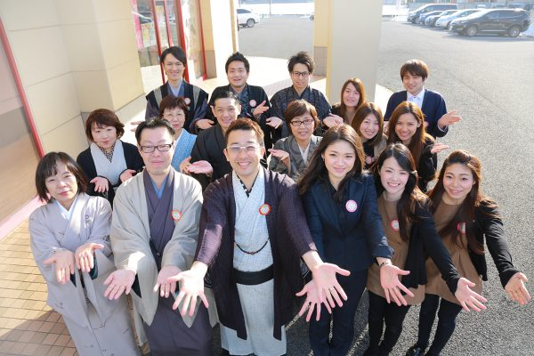 <br /> <b>Warning</b>:  Use of undefined constant caption - assumed 'caption' (this will throw an Error in a future version of PHP) in <b>/home/kgc001/ogura-group.co.jp/public_html/wp/wp-content/themes/temp/single-recruit.php</b> on line <b>200</b><br /> 小倉呉服店スタッフ集合写真